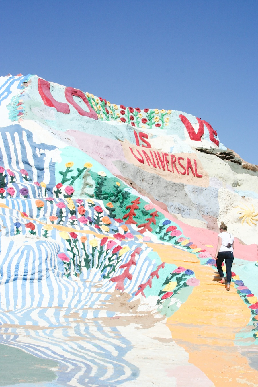 Salvation mountain the salton sea salty canary for Travel to palm springs