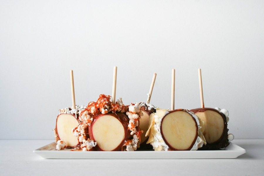 Halloween Candy Bar Caramel Apple Recipe // Legal Miss Sunshine