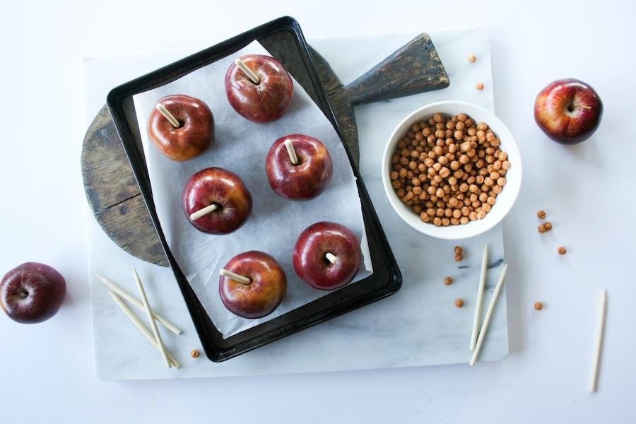 Halloween Candy Bar Caramel Apple Recipe // Legal Miss Sunshine