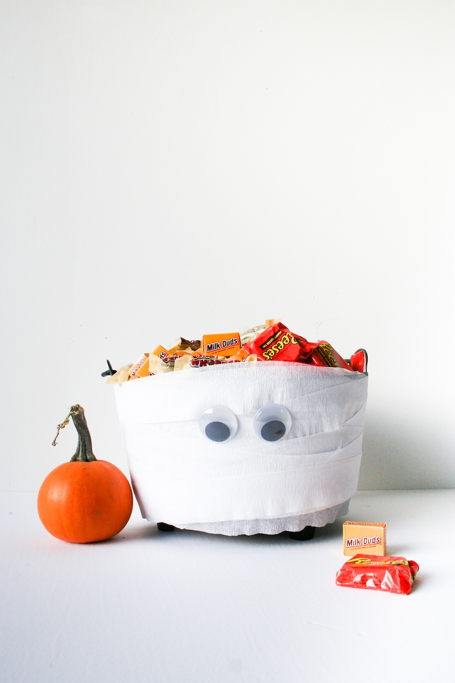 DIY Mummy Halloween Candy Bowl // Legal Miss Sunshine