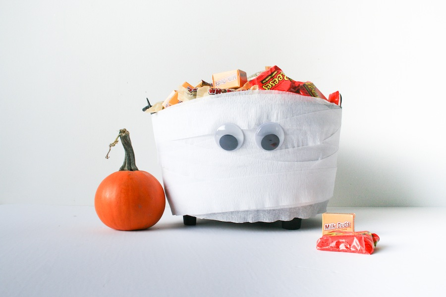 quick diy mummy halloween candy bowl