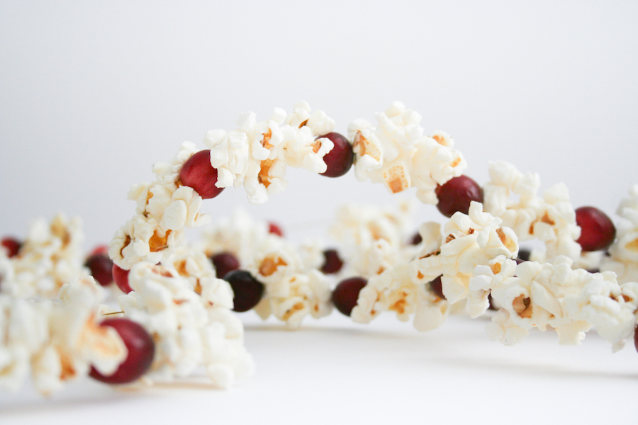 Cranberry and Popcorn Christmas Tree Garland, DIY Old-Fashioned Cranberry Popcorn Garland, How