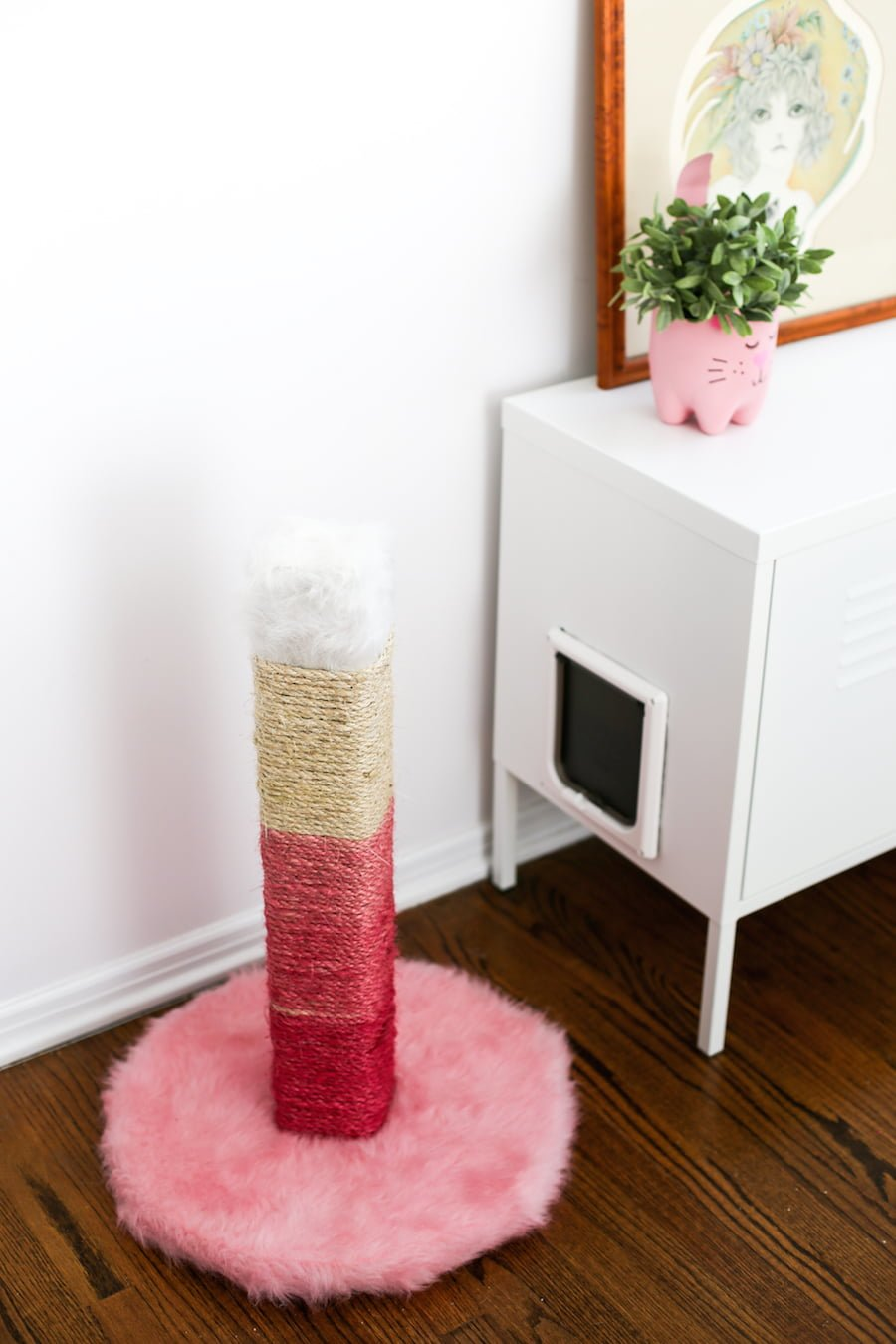 Hate the brown, ugly cat scratching posts? DIY one! And make it pink ombre! // saltycanary.com