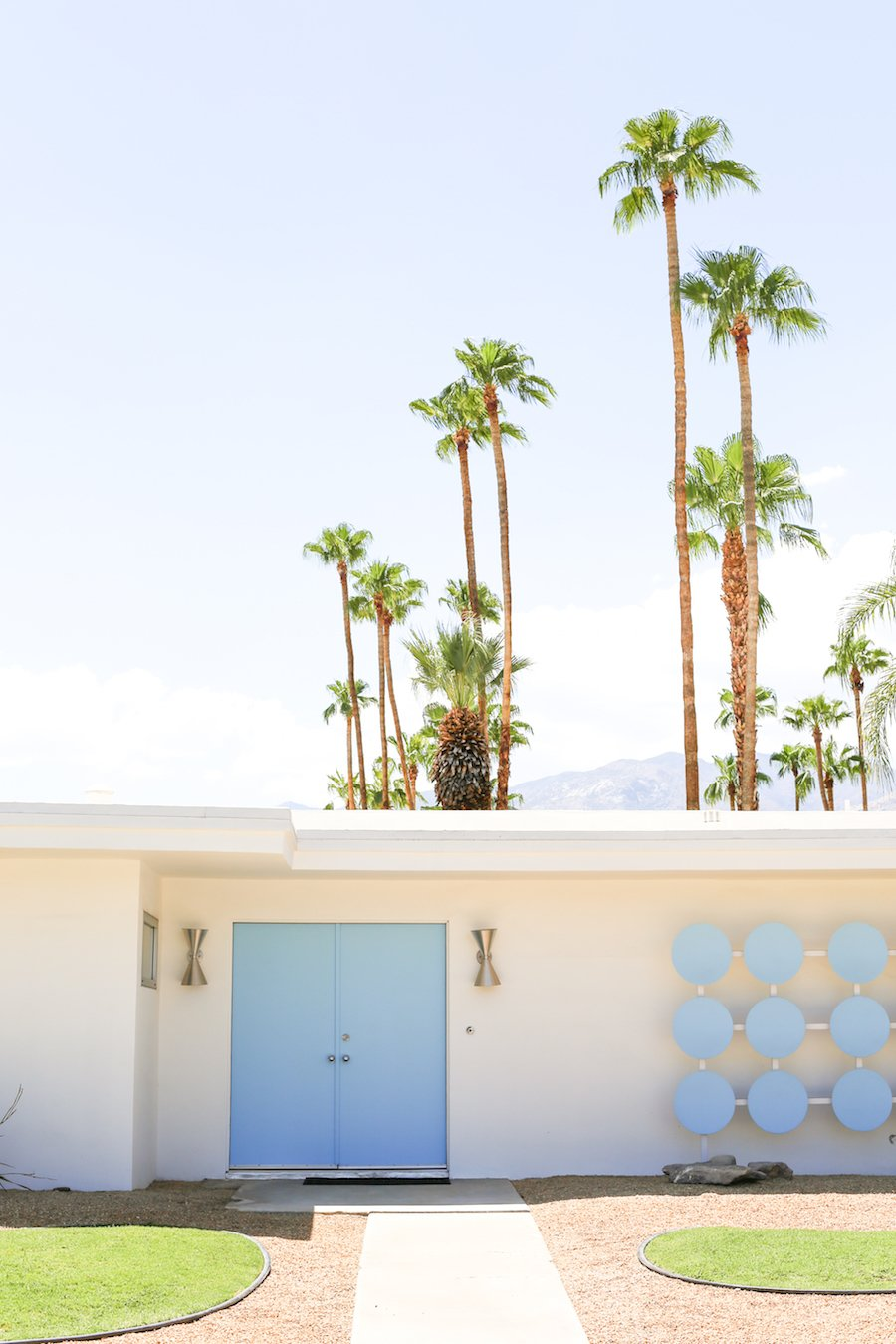 Take a Palm Springs Door Tour to see all the bright & colorful midcentury modern front doors, Instagram Photos, Insta-worthy, Driving Tour, Architecture Tour, Weekend Trip, Palm Springs Guide, Travel Guide, What to do in Palm Springs, Walking Door, Photo Tour, That Pink Door Address, Free Printable Map, Salty Canary