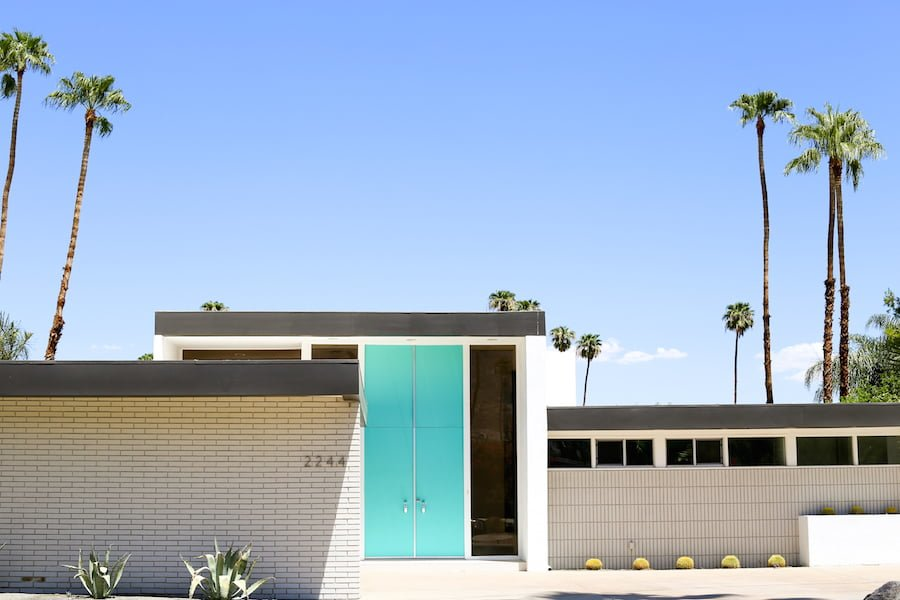 Take a Palm Springs Door Tour to see all the bright & colorful modern front doors! // Salty Canary