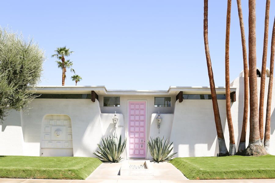 "Take a self-guided Palm Springs Door Tour to check out all the bright & colorful modern front doors including ""that pink door!"" // Salty Canary"