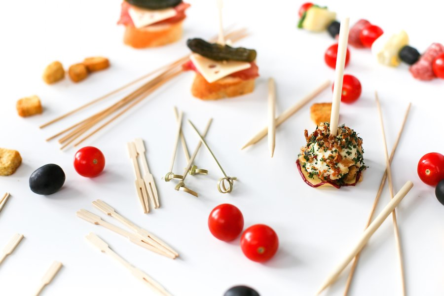 Try one of these seven easy, no-cook, on-a-stick appetizers which won't spoil the main meal and are simple enough to put together so as not to add stress to your already busy Thanksgiving day!