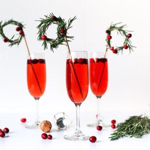 DIY Christmas Wreath Drink Stirrers